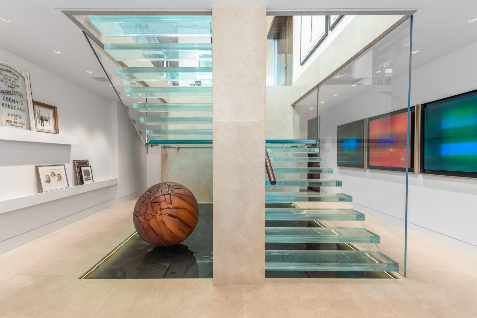 na-glass-stairs